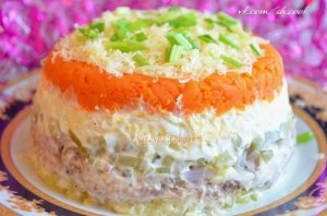 Салат с рыбой и солеными огурчиками