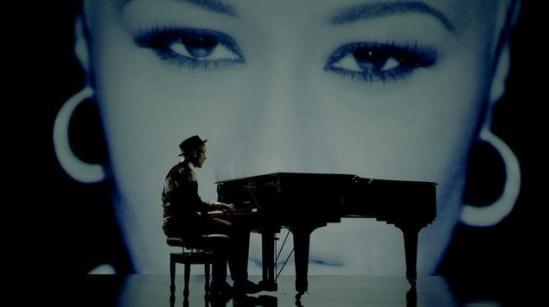 Labrinth feat. Emeli Sandé - Beneath Your Beautiful