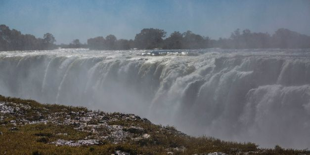 The_Smoke_that_Thunders,_Victoria_Falls,_Rainbow_Falls,_Zimbabwe_(14535328812)